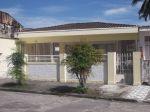 Casa para temporada  confortável e bem localizada na Praia do Itaguá em Ubatuba. Acom para até 12 pessoas.