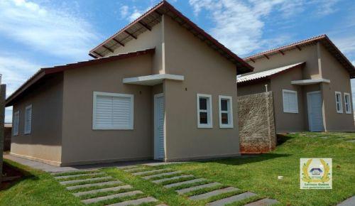 Casas individuais em condomínio 3 Quartos 1 Suíte construídas em lotes de 200 m2 em Trindade  Go 411080