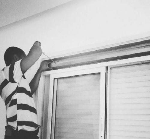 Manutenção em portas e janelas de alumínio com persiana integrada 392105