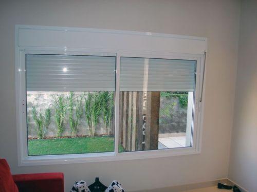 Manutenção em portas e janelas de alumínio com persiana integrada 392111