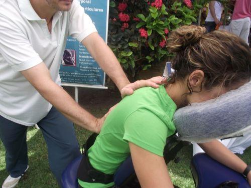Massagem shiatso em empresas massagem quick massage em recife reflexologia em empresas equipe com 12 anos de experiencias 505546