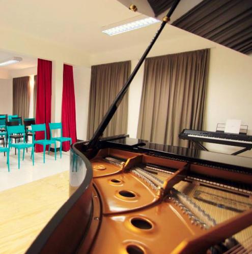 Pianos Fritz Dobbert e Kawai 343168