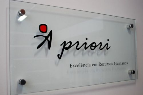 placa de vidro com adesivos recorte instalação em goiânia 363589