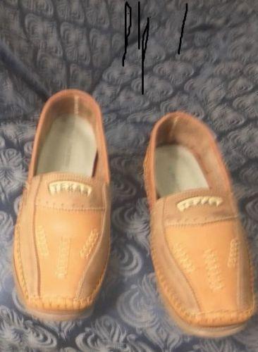 Sapato masculino tipo Mocassimmarca Texastam.42novolevecor laranja e café.conservado. 514330